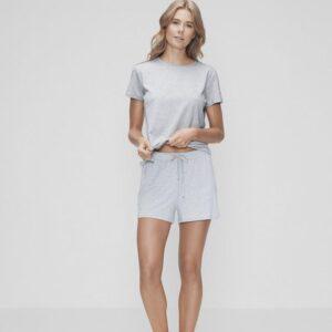 Bambussæt med grå t-shirt og grå shorts