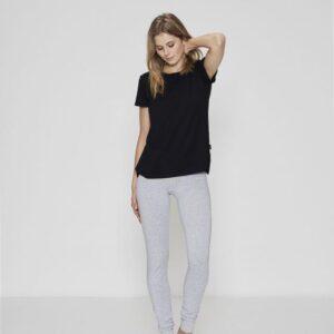 Bambussæt med sort t-shirt og grå leggings