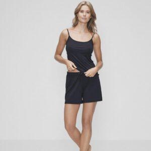 Bambussæt med sort top og sorte shorts